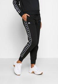 Kappa - GEELKE - Spodnie treningowe - caviar - 0