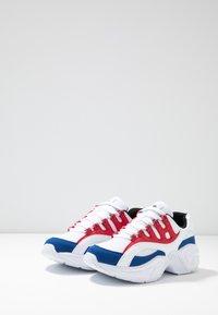 Kappa - OVERTON - Chaussures d'entraînement et de fitness - white/red - 2