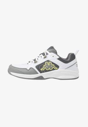 CURGAN - Chaussures d'entraînement et de fitness - white/grey