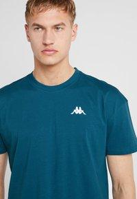 Kappa - FRANKLYN - Basic T-shirt - blue coral - 4