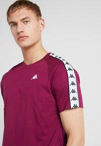 Kappa - FINLEY - T-shirt con stampa - purple potion - 4