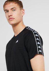 Kappa - FINLEY - T-shirt med print - caviar - 4