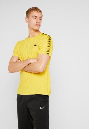 GRENNER - T-shirt con stampa - sulphur