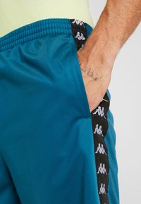 Kappa - FABRIZIUS - Sports shorts - blue coral - 4
