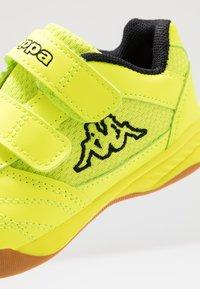 Kappa - KICKOFF OC - Scarpe da fitness - yellow/black - 5