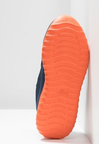 Kappa - CRACKER II - Scarpe da fitness - navy/orange - 4