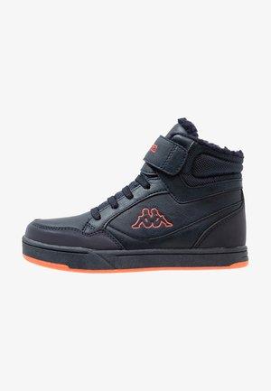 JUMPSHOT - High-top trainers - navy/orange