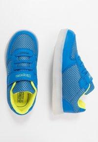 Kappa - FORE - Sportovní boty - blue/lime - 1