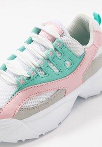 Kappa - OVERTON  - Chaussures d'entraînement et de fitness - white/mint - 2