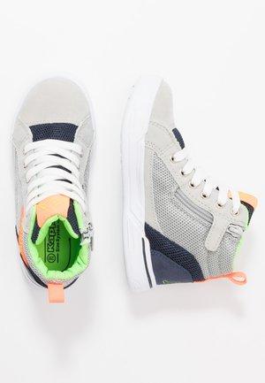 KELDON  - Sportovní boty - grey/orange