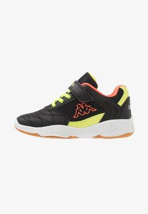 DROUM II - Sportovní boty - black/coral