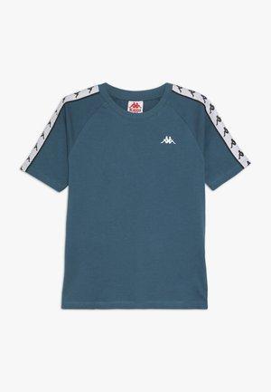 FINLEY - Camiseta estampada - blue coral