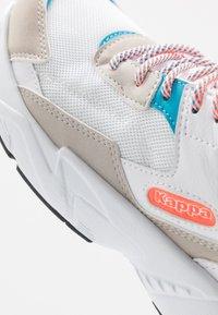 Kappa - BOIZ - Zapatillas de running neutras - white/orange - 5