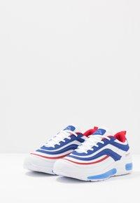 Kappa - SQUINCE  - Zapatillas de running neutras - white/blue - 2