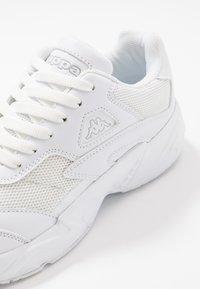 Kappa - NOIZ - Zapatillas de running neutras - white - 5