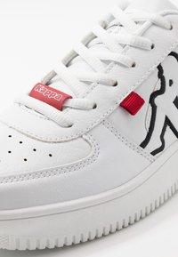 Kappa - BASH OL - Scarpe da fitness - white/black - 5