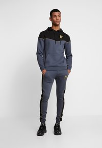11 DEGREES - SKINNY  - Tracksuit bottoms - black/anthracite/goldpiping - 1