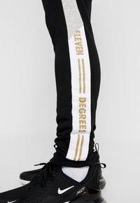 11 DEGREES - TAPED JOGGERS  - Pantalon de survêtement - light grey marl/black - 5