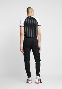 11 DEGREES - WITH UTILITY POCKETS - Teplákové kalhoty - black - 2