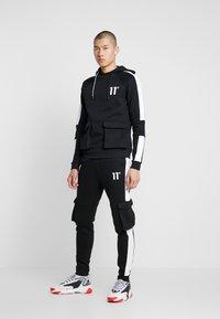 11 DEGREES - WITH UTILITY POCKETS - Teplákové kalhoty - black - 1