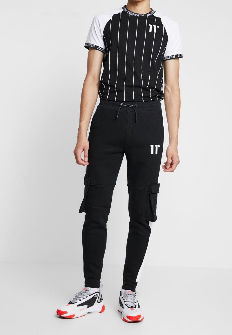 11 DEGREES - WITH UTILITY POCKETS - Teplákové kalhoty - black