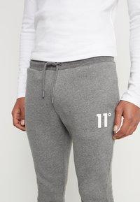 11 DEGREES - CORE JOGGERS  - Pantalones deportivos - charcoal - 3