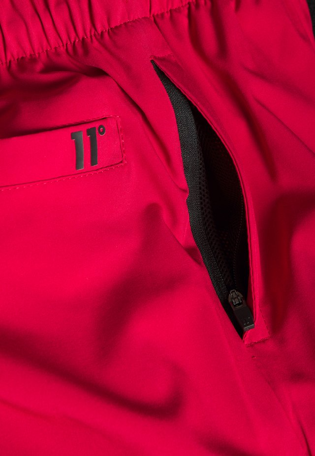 CORE - Shorts - ski patrol red