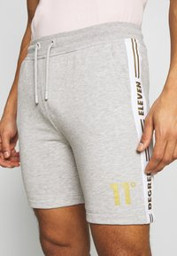 11 DEGREES - TAPED - Trainingsbroek - light grey marl/gold - 3