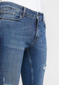 11 DEGREES - ESSENTIAL SUPER STRETCH DISTRESSED - Skinny džíny - mid blue wash - 4