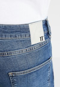 11 DEGREES - ESSENTIAL SUPER STRETCH DISTRESSED - Jeans Skinny Fit - mid blue wash - 5