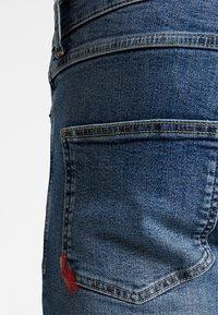 11 DEGREES - ESSENTIAL SUPER STRETCH DISTRESSED - Skinny džíny - mid blue wash - 7