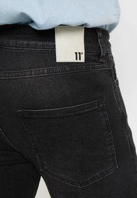 11 DEGREES - ESSENTIAL SUPER STRETCH DISTRESSED - Skinny džíny - washed black - 6