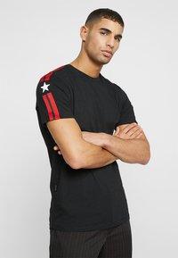 11 DEGREES - SOUTHPAW - T-shirts print - black - 0