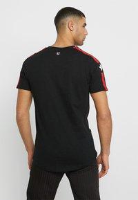 11 DEGREES - SOUTHPAW - T-shirts print - black - 2