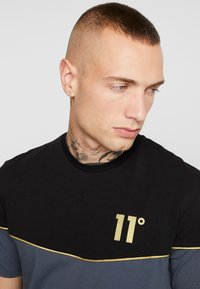 11 DEGREES - PIPING - T-shirts med print - black/anthracite - 4