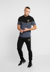 11 DEGREES - PIPING - T-shirts med print - black/anthracite - 1