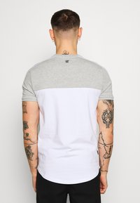 11 DEGREES - PANEL BLOCK - T-shirt print - white, light grey marl & evening haze lilac - 2