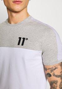 11 DEGREES - PANEL BLOCK - T-shirt print - white, light grey marl & evening haze lilac - 5