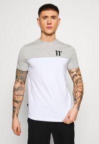11 DEGREES - PANEL BLOCK - T-shirt print - white, light grey marl & evening haze lilac - 0