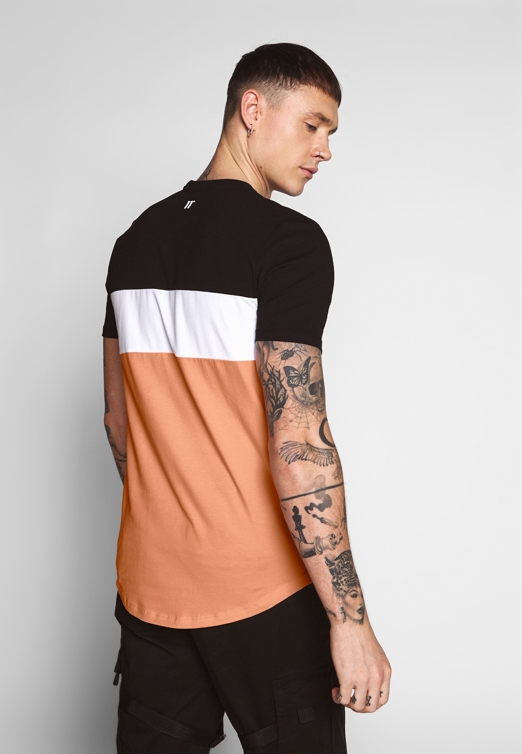 11 Degrees Triple Panel - T-shirt Print Peach Melba/black/white
