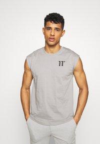 11 DEGREES - CORE CUT OFF SLEEVE  - T-shirt basic - silver - 0