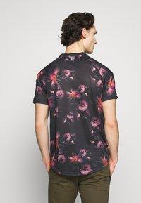 11 DEGREES - FLORAL TAPED - T-shirt print - black - 2