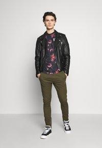 11 DEGREES - FLORAL TAPED - T-shirt print - black - 1