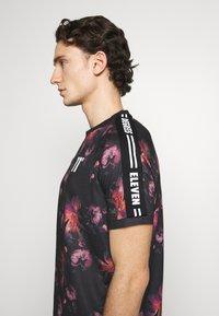 11 DEGREES - FLORAL TAPED - T-shirt print - black - 3