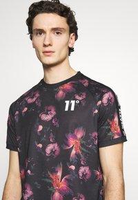11 DEGREES - FLORAL TAPED - T-shirt print - black - 6