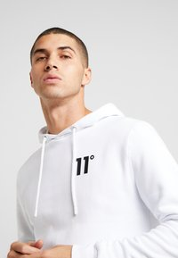 11 DEGREES - CORE HOODIE - Mikina s kapucí - white - 4
