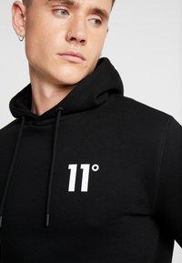 11 DEGREES - CORE HOODIE - Jersey con capucha - black - 4