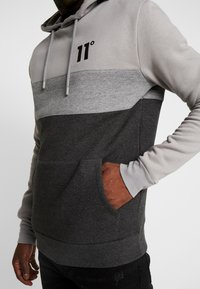 11 DEGREES - TRIPLE PANEL HOODIE - Mikina skapucí - anthracite marl/mid grey/silver - 4