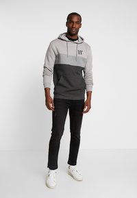 11 DEGREES - TRIPLE PANEL HOODIE - Mikina skapucí - anthracite marl/mid grey/silver - 1
