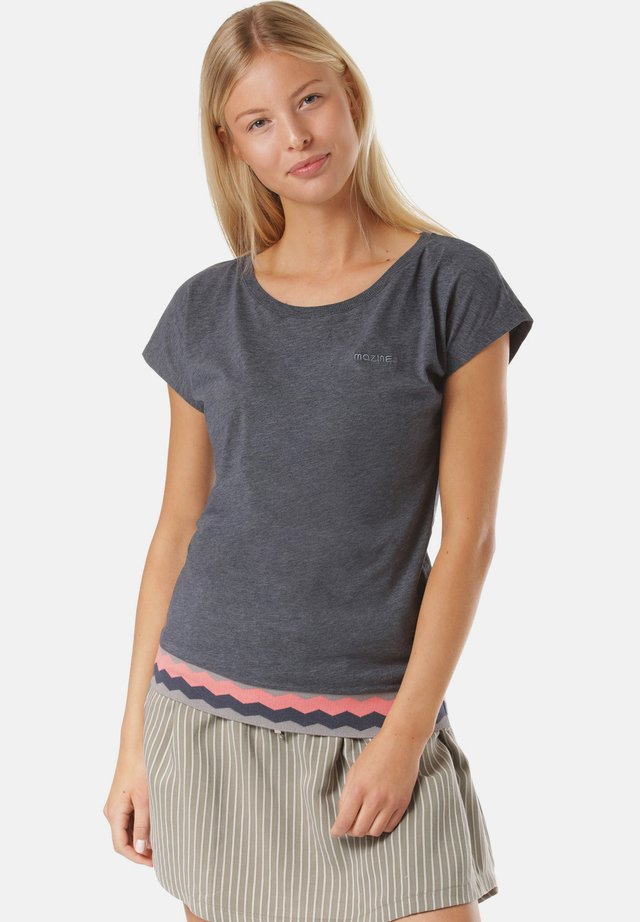 LYNN - T-shirt med print - blue